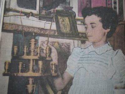 Μία ακόμη (σκηνοθετημένη;) φωτογραφία της Σπυριδούλας, που εκείνη την εποχή είχε εξελιχθεί σε ένα από πιο αναγνωρίσιμα πρόσωπα στην Ελλάδα