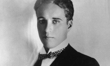 Ο ηθοποιός, σκηνοθέτης, συγγραφέας, μουσικός και στιχουργός Charlie Chaplin!