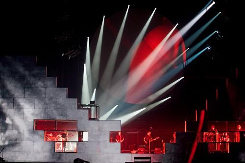 Τα bricks και video από την παράσταση του The Wall